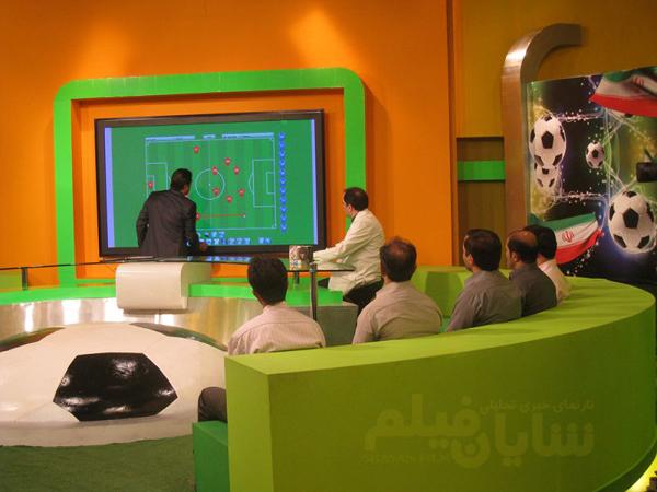 کارشناسان فوتبال تلویزیون «کنتراتی» هستند یا با رفیق بازی می آیند؟!