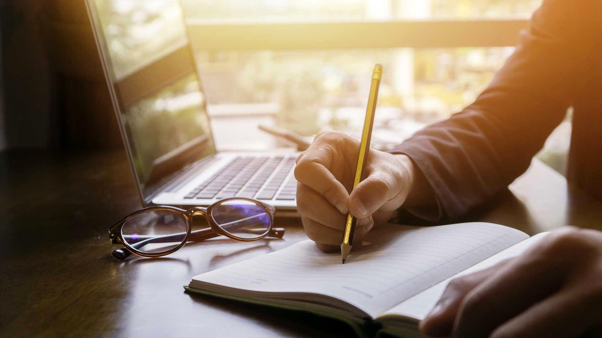 چهار اشتباه رایج که نویسندگان مرتکب میشوند