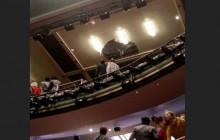 ریزش سقف سالن در هنگام اجرای یک نمایش!
